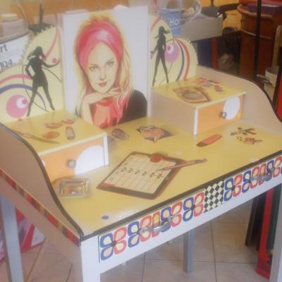 coiffeuse transformée en bureau d'écriture